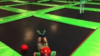 Trev slow mot worm on trampoline
