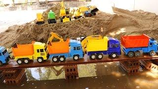 รถแม็คโคร รถดั้ม ตักดินในสระน้ำ Excavator digging a hole รถก่อสร้าง รถตักดิน รถบดถนน รถเกรด