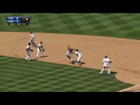 Dodgers tag Fowler after run-on rundown