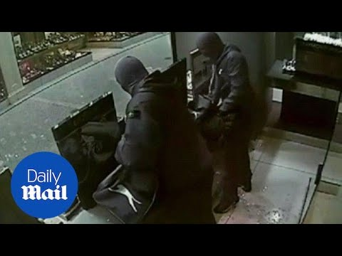 CCTV: Three men target Glasgow store in jewellery heist - Daily Mail