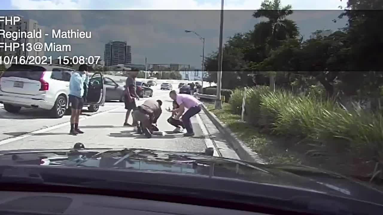 Agente de Patrulla salva a una bebé asfixiada en la I-95 en Miami-Dade