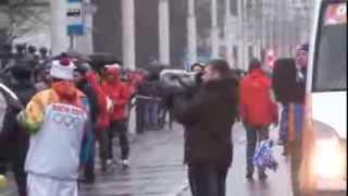 олимпийский огонь в Саратове(сегодня, 11 января 2014 года олимпийский огонь прибыл в Саратов. С 10 часов утра он совершает марафонский маршру..., 2014-01-11T14:35:08.000Z)