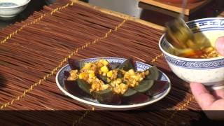 """Столетние яйца """"пидань"""" в китайской кухне - Pidan eggs from China (English subtitles)"""