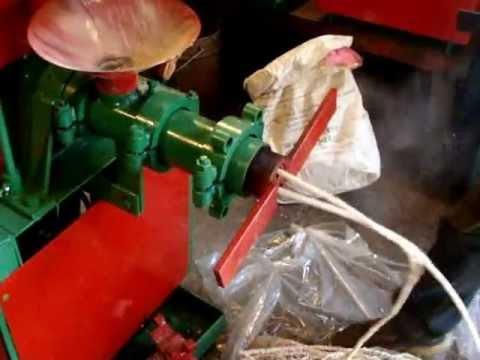Зернодробилка Фермер ИЗ-05М. Корм для кур. - YouTube