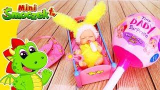 Tiny Baby Surprise - Lalki w Lizakach! Zabawki Niespodzianki Bajki Dla Dzieci Po Polsku