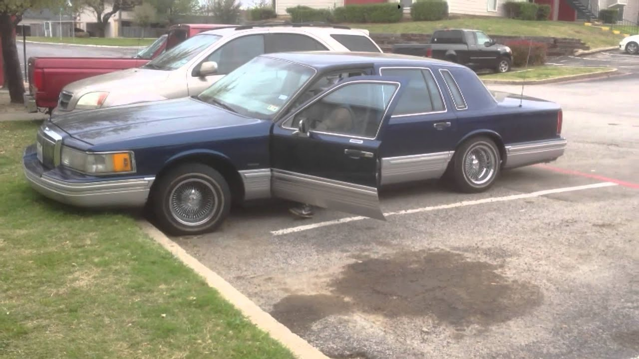 1991 Lincoln Town Car Lowrider Hittin The Switches Youtube