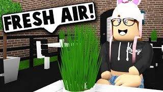 BUILDING A PATIO FOR THE COFFEE SHOP! (Roblox Bloxburg) Roblox Roleplay