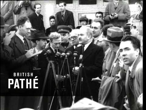 Mr Molotov Steals A Picture  (1946)