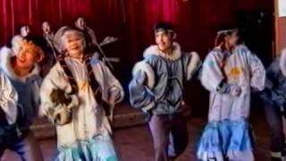 Ergyron Chukchi song(Ансамбль Эргырон - государственный чукотско-эскимосский ансамбль на острове Айон 2002 год., 2010-04-22T21:35:00.000Z)