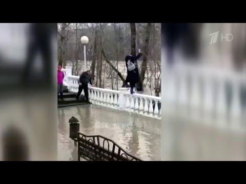 Сильные дожди привели к наводнению в Краснодарском крае.