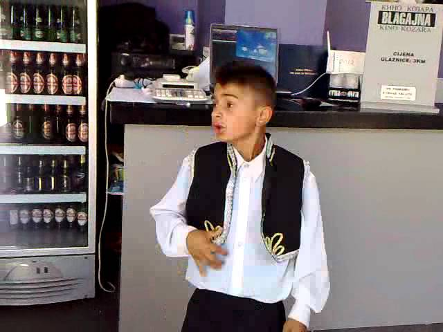 Mali dječak pjeva u Prijedoru - Cudna jada od Mostara grada
