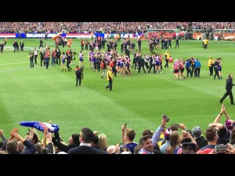 2016 AFL Grand Final - Western Bulldogs V Sydney Swans - In The Crowd At The Final Siren