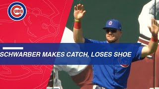 Kyle Schwarber falls, makes the catch and loses shoe