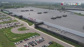 Tesla shares new jobs numbers, tour of South Buffalo solar factory