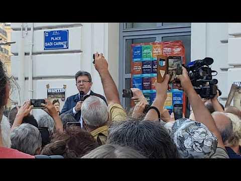 Intervention de Jean Luc Mélenchon devant la société générale à Marseille