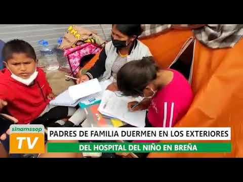Padres de familia duermen en los exteriores del hospital del niño en Breña