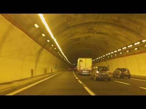 Hyundai i30 N fantastic car sound in tunnels