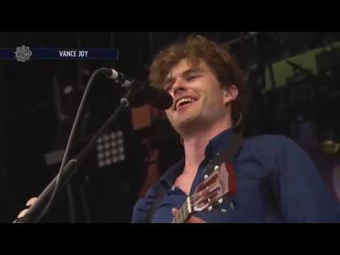 Vance Joy - You Can Call Me Al/Cheerleader (Live 2017)
