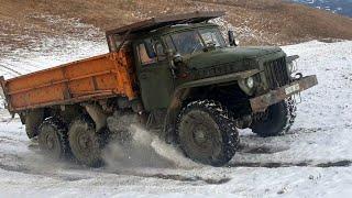 Гонки  Кто сильнее при подъеме на высоту в снегу  Урал или Газ 66