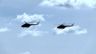 Прогулка военных вертолетов над Севастополем