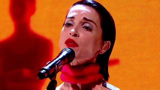connectYoutube - St. Vincent - Los Ageless (live at The Graham Norton Show)