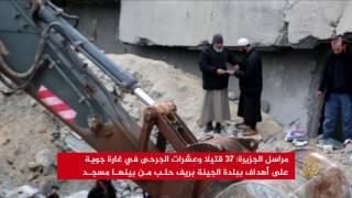 مقتل 37 مدنيا إثر غارات استهدفت مسجدا بريف حلب