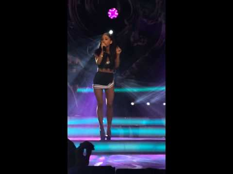 ARIANA GRANDE & NICKI MINAJ PERFORMANCE AT...
