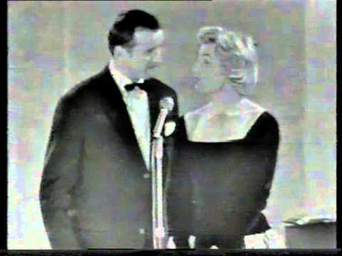 Toon Hermans sketch met Phyllis Lane [1958]