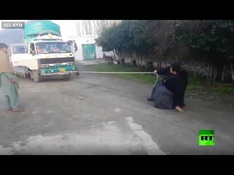 شاهد.. هالك باكستان يستعرض قوته ويوقف شاحنة  - نشر قبل 2 ساعة