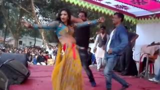 it is hot  dance by Bangladesh Girl with hindi song (Mai to Nagin Nagin)