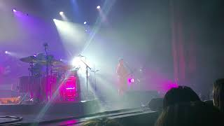 Modest Mouse - Back to the Middle (live)