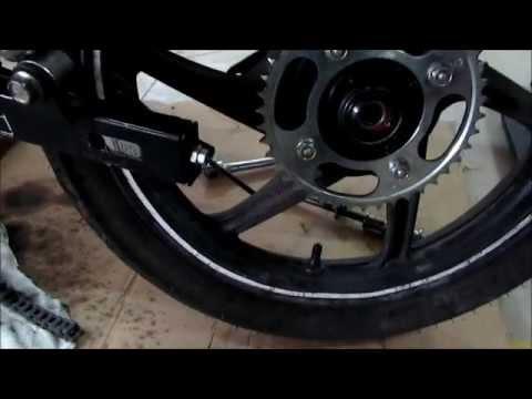 CBF 125 rear wheel service