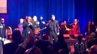 """Justin Timberlake and the legendary Sam Moore sing """"Sittin' On The Dock Of The Bay"""" #MMHOF2015"""