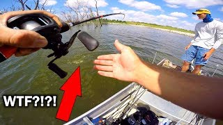 Download Video Catching TWO Fish on ONE Lure!!! MP3 3GP MP4