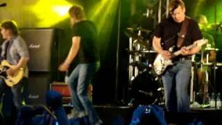 Eppu Normaali - Hipit rautaa (live at Kuopiorock 2009)