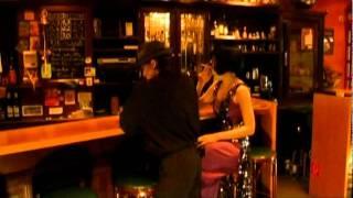 Rendezvous in einer Bar