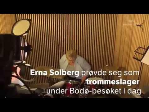 Norwegian prime minister Erna Solberg doing some blast beats (2015)