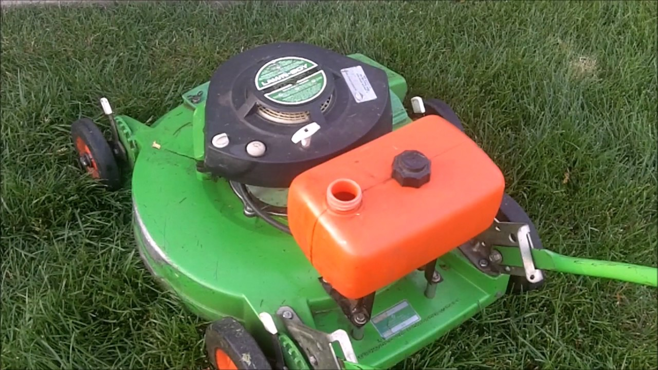 1983 Lawnboy 6259 Commercial 1400C Trimmer And Weed Eater Electric Blower In Action