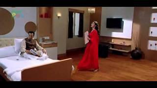 Repeat youtube video Amisha Patel Chatur Singh Hot.mp4