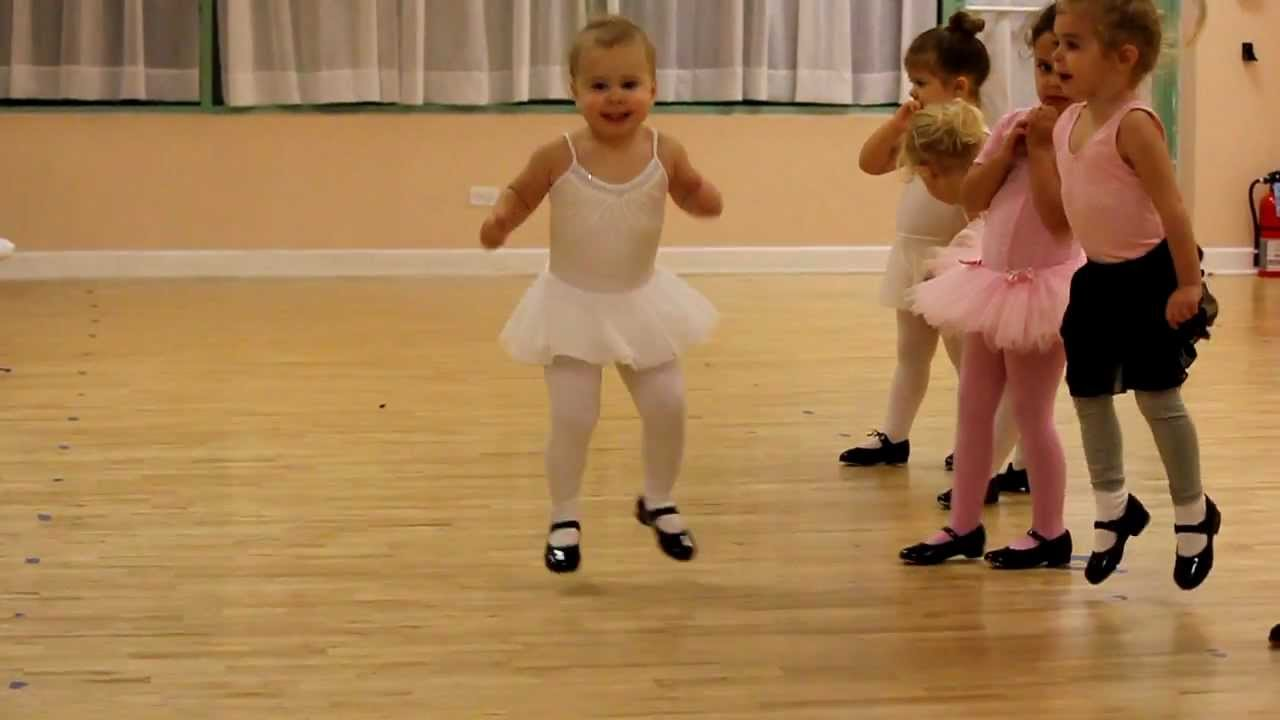 2 year old kaylas first tap dance performance youtube