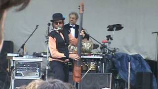 Les Claypool playing Red State Girl at hookahville 31 5-24-09