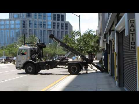 Pete 320 Single Axle Roll-off (in action) City of Tampa