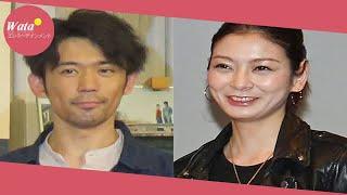 俳優岡田義徳(40)と女優田畑智子(37)が今月1日に結婚したこと...