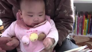 安西水丸さんの「がたんごとんがたんごとん」を読み聞かせているところ...