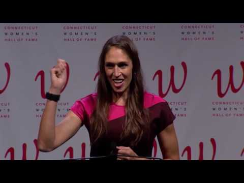 Rebecca Lobo Accepts Induction into the Connecticut Women