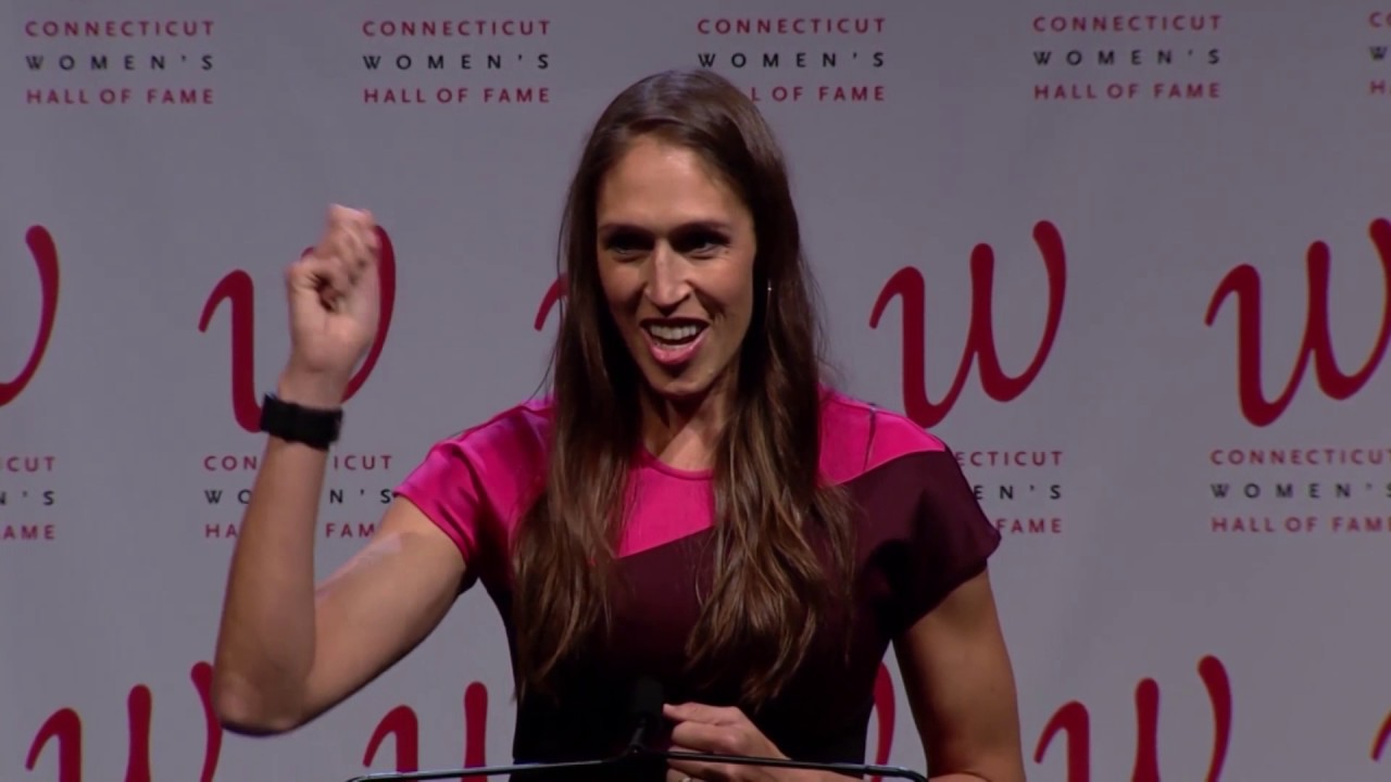 Rebecca Lobo Accepts Induction into the Connecticut Women's Hall ...