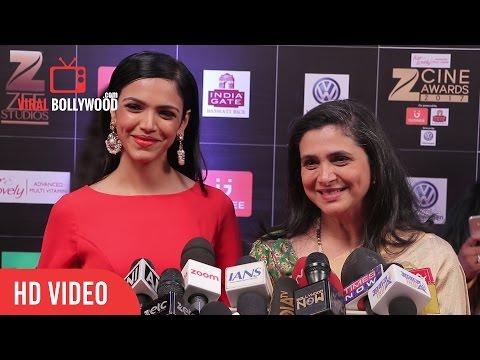 Supriya and Her Daughter Shriya Pilgaonkar At Zee Cine Awards 2017 | Viralbollywood