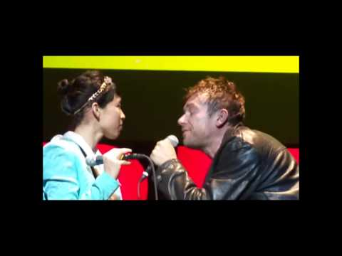 Damon Albarn / Funny moments on stage (Part 1)