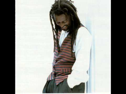 Lucky Dube - Back to my roots [ +Download ]