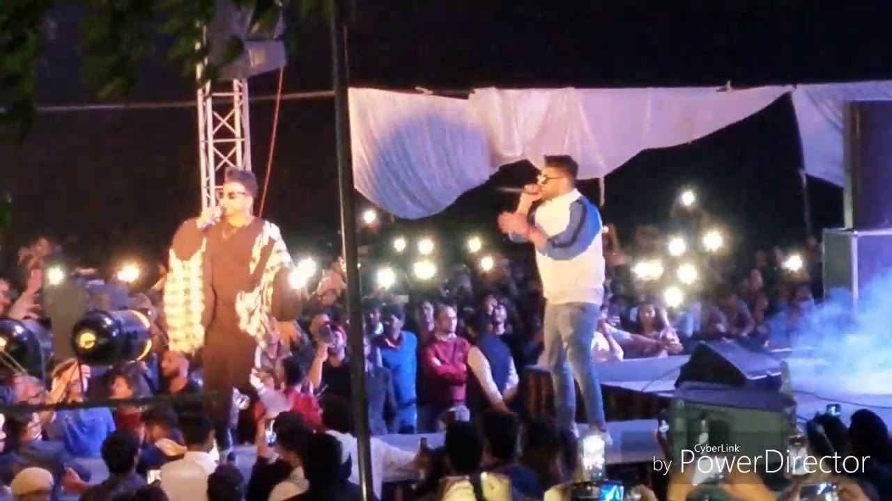 SuKh-E live iN ArSd college incredible crowd and accident boy in the jump crowd